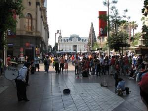 Der Plaza de Armas zur Weihnachtszeit. In Chile ist es dann Frühsommer (Foto: Stefan Vehoff)