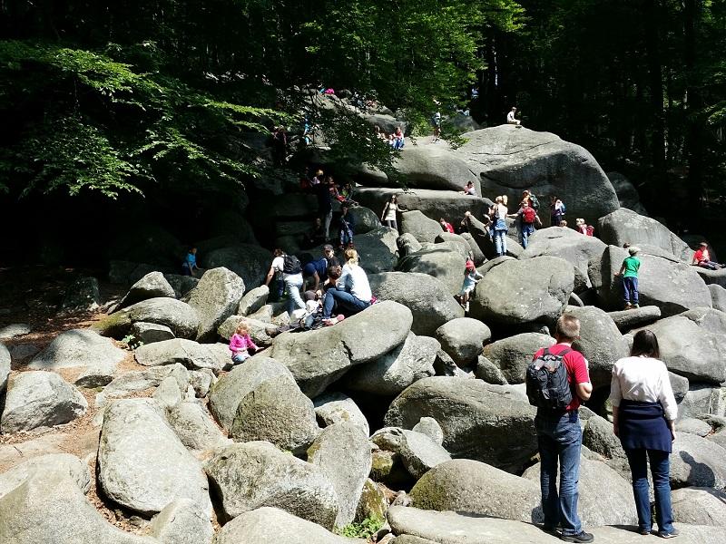 Das Felsenmeer in Lautertal-Reichenbach ist ein beliebtes Ausflugsziel für Familien. (Foto: Veronika Heibing)