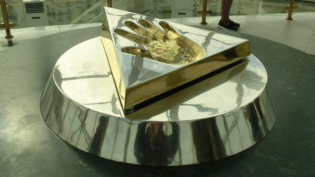 Aussichtsplattform im Bajterek-Turm beherbergrt den in Gold gefassten Handabdruck von Nursultan Nasarbajew.