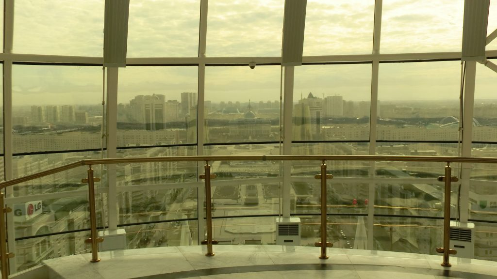 Gold-getönter Blick aus dem Bajterek-Turm