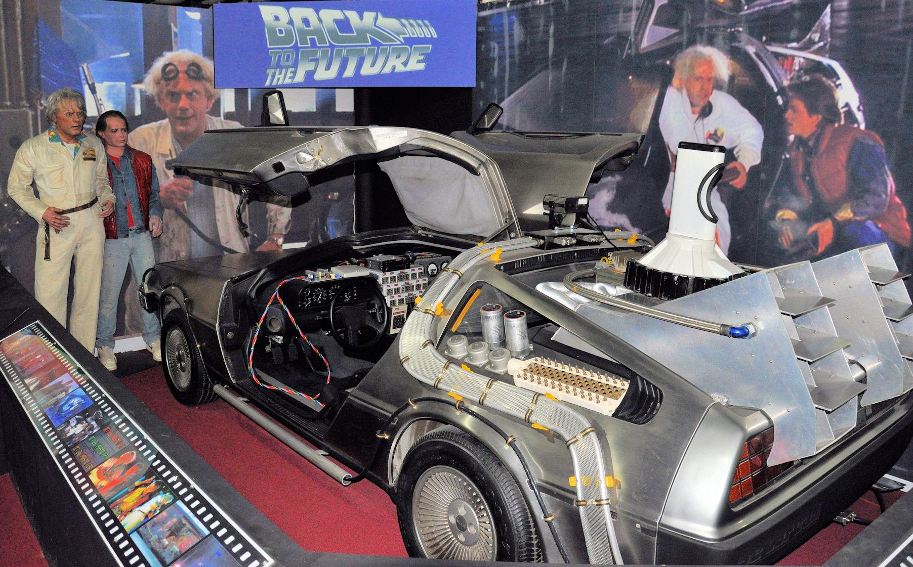 """Der DeLorean aus dem Film """"Zurück in die Zukunft"""" im Museum """"Historic Auto Attractions"""" in Roscoe bei Rockford/Illinois."""
