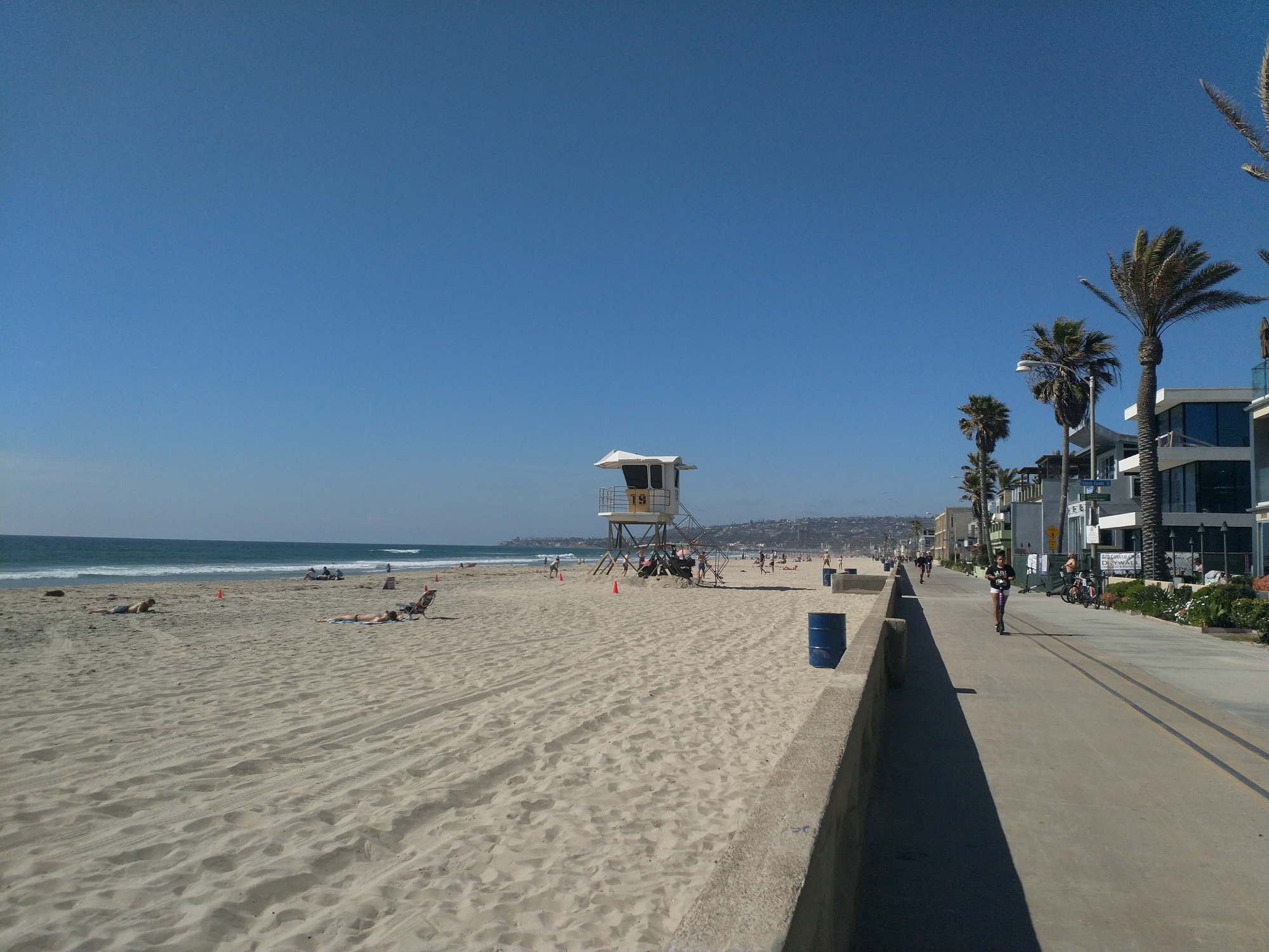 Strand mit Lifeguard Turm